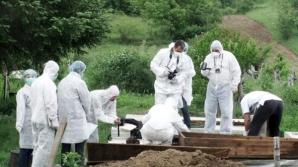 Medici legişti acuzaţi de profanare de cadavre
