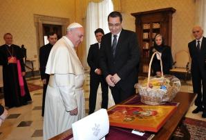 Cu ce DARURI s-a dus PONTA la PAPA FRANCISC / Foto: Facebook.com