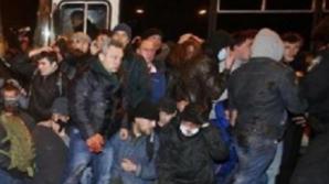Militanţi proruşi au atacat cartierul general al serviciilor de securitate de la Doneţk