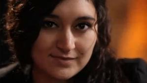 Din tabăra de romi, la Universitatea Sorbona! Studenta care i-a uimit pe francezi a lansat o carte
