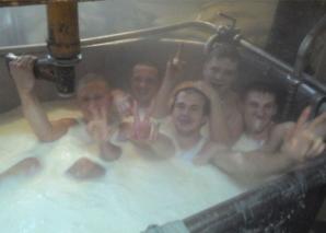 <p>Cum s-au fabricat muncitorii de la o fabrică de lactate</p>