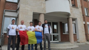 Poliţişti BCCO s-au fotografiat în faţa sediului IPJ Alba în tricouri cu imaginea lui Berbeceanu