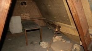 A descoperit o cameră secretă în podul casei sale