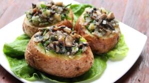 Cartofi umpluţi cu ciuperci