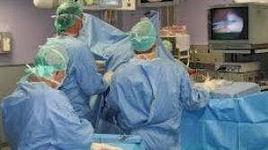 O tânără, aflată în comă la Iaşi după o sarcină extrauterină, a fost operată a patra oară