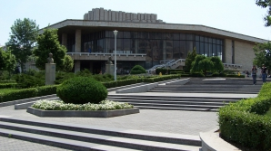 Contract de 13 mil. euro pentru amenajarea unei parcări subterane în zona Teatrului Naţional Craiova