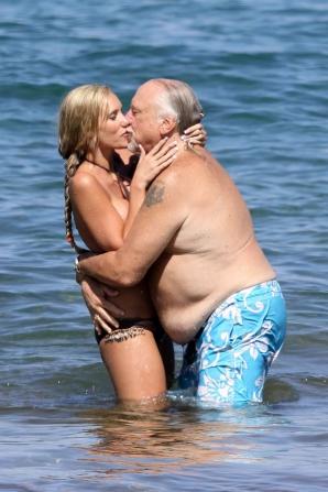 Cuplul care a îngrozit o plajă întreagă