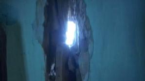 Oamenii povestesc cu groază cum pereţii trosnesc în fiecare noapte