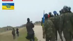 Ruşii au tras focuri de armă în plan vertical, în timp ce un grup de aproximativ 300 de militari ucraineni se apropia de aerodrom