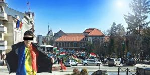 Cosmin, adolescentul din Covasna ameninţat pe Facebook pentru că s-a pozat, pe 15 martie, cu tricolorul. FOTO: Dan Tănasă