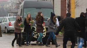Durere fără margini la înmormântarea fetei de 13 ani