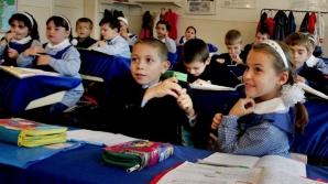 Peste 680.000 de elevi vor primi gratuit rechizite, în anul şcolar 2014 - 2015