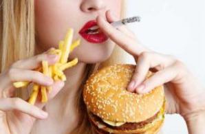 Fumatul, la fel de periculos ca şi fast-food-ul?
