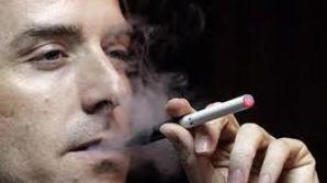 Ţigările electronice nu te ajută să te laşi de fumat