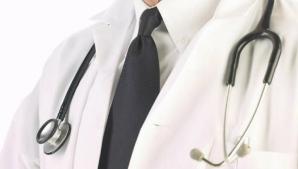Medicii din Caraş-Severin acuzaţi de luare de mită, cercetaţi în libertate