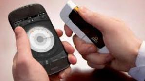 Un telefon mobil care monitorizează glicemia, lansat pe piaţă