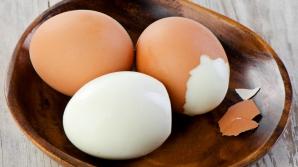 Cum să cureţi un ou cu o lingură
