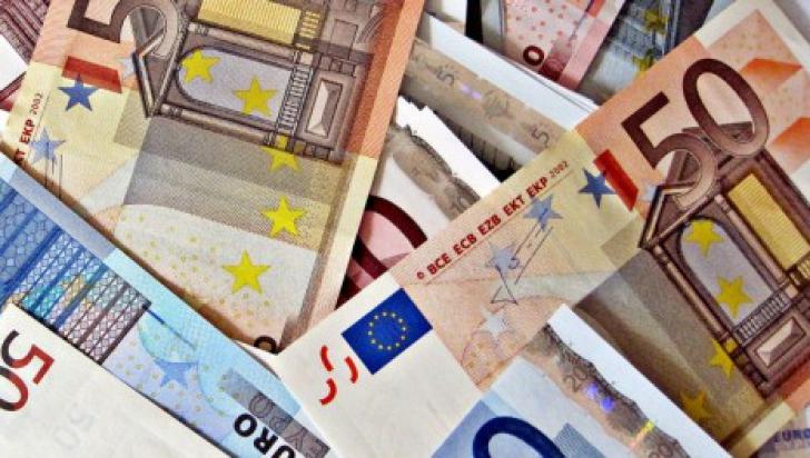 100.000 de euro găsiţi în casa unui medic