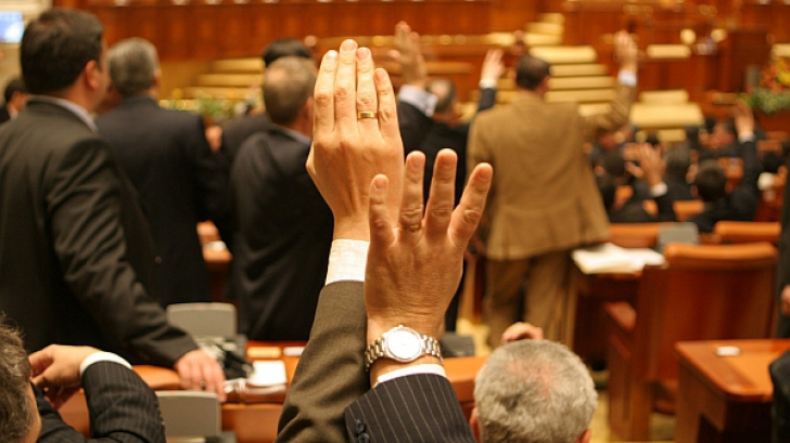 ALEGERI PARŢIALE pentru parlamentari, odată cu EUROPARLAMENTARELE
