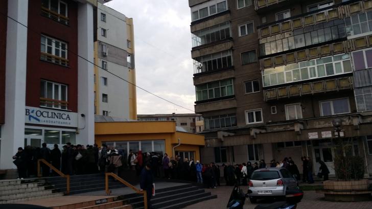 Zeci de oameni au stat la coadă pentru analizele medicale gratuite