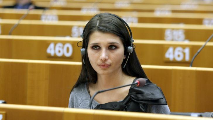 EUROPARLAMENTARE 2014. Cum o curtează UDREA pe Elena BĂSESCU / Foto: MEDIAFAX