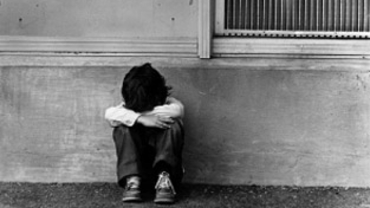 Protecţia Copilului: Minorii din centrele plasament nu pot fi ţinuţi închişi