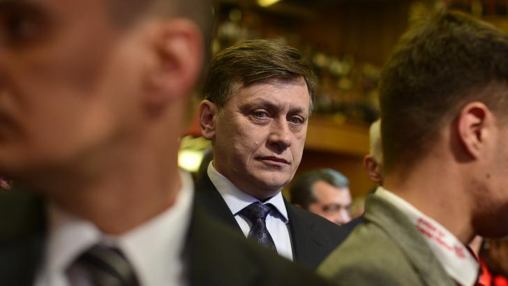 PNL a depus la BEC lista de candidaţi la europarlamentare. Antonescu: Ţinta în alegeri e 25% / Foto: MEDIAFAX
