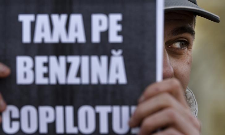 ACCIZA la carburanţi i-a scos în stradă: MII DE OAMENI, la mitingul PMP / Foto: MEDIAFAX arhiva