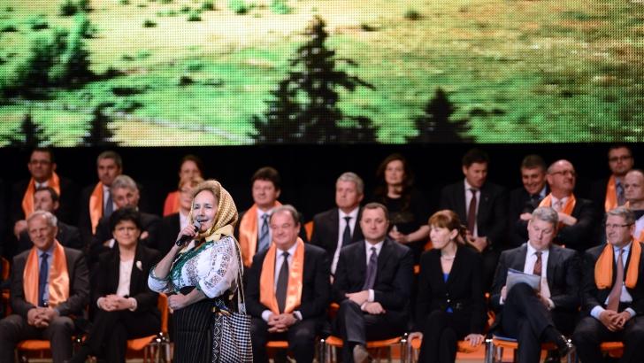 Alegeri Europarlamentare. Candidaţii PDL, lansaţi pe acorduri de muzică populară