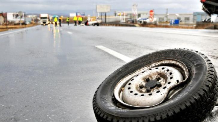 DN 64, blocat complet între Râmnicu Vâlcea şi Drăgăşani în urma unui accident cu patru răniţi