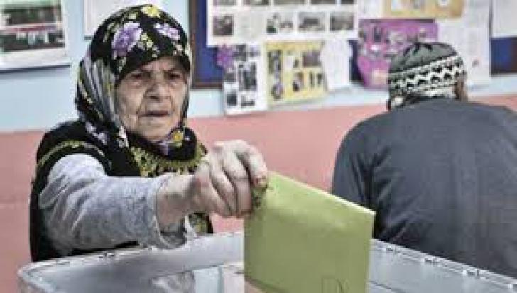 AKP se află pe primul loc detaşat la alegerile municipale din Turcia