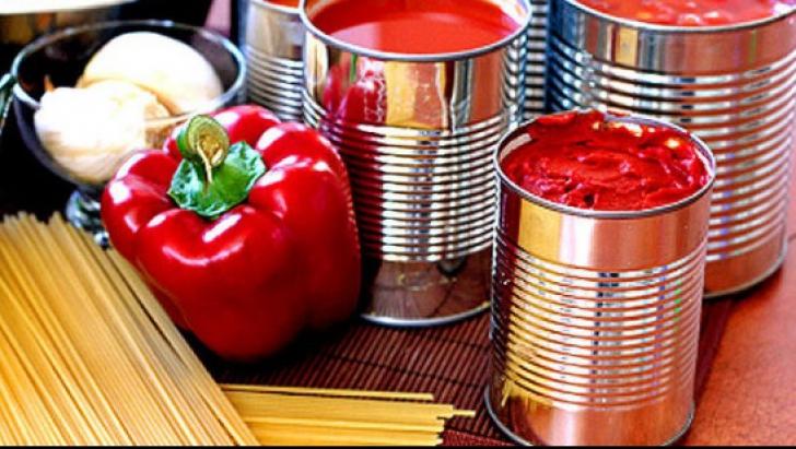 Pasta de tomate actuală nu prea e din roșii, ci cu mulți aditivi alimentari. Foto/Arhivă
