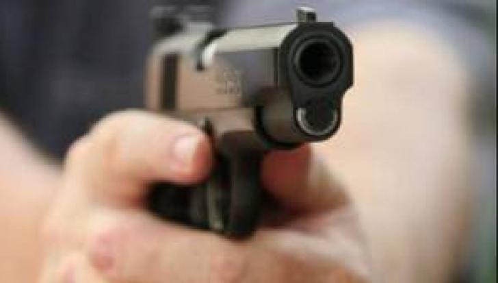 O femeie a fost împuşcată de fostul soţ