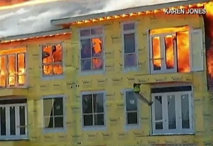 INCENDIU VIOLENT în Texas: un BLOC cu peste 360 de apartamente S-A TOPIT