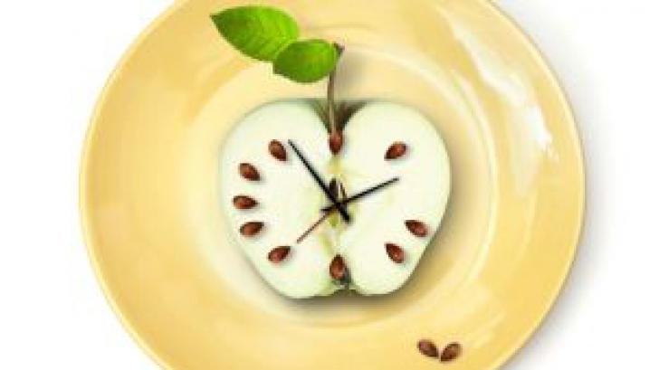 Cât de mult contează la ce oră mănânci dacă vrei să slăbeşti