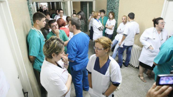 Medicii rezidenţi la protest