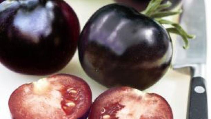 Roşia neagră, un noi soi de tomată creat în laborator. De ce este considerat un superaliment