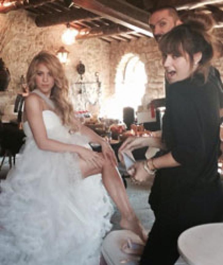 Shakira, în rochie de mireasă