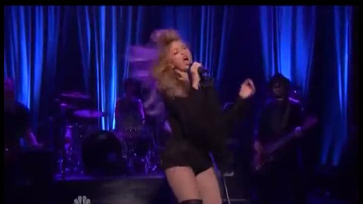 Shakira, apariţie incendiară, în ciuda interdicţiilor primite de la iubit