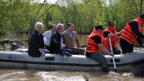 Antonescu: La inundații nu este nevoie să se umple o barcă cu miniștri / Foto: Facebook