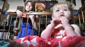 Rachel Andrews şi fetiţa sa de un an