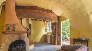 Cum arata cea mai frumoasa casa in forma de bocanc din lume - IMAGINI