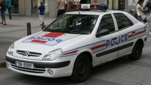 Patru poliţişti francezi, arestaţi sub acuzaţia că au violat o canadiană într-un sediu la Paris