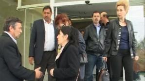 Foştii angajaţi de la combinatul Oltchim au protestat în faţa societăţii