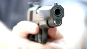 Doi hoţi din locuinţe, opriţi cu focuri de armă de poliţişti, sâmbătă seară în Capitală
