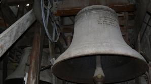 Doi minori au furat clopotul de 30 de kilograme al unei biserici dintr-un sat braşovean