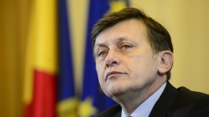 Antonescu: Băsescu şi Ponta să se oprească cu ameninţările cu puşcăria