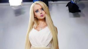 Barbie în costum de baie şi fără machiaj