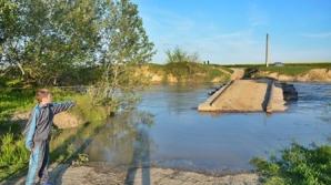 Bărbatul, în vârstă de 43 de ani, a fost văzut ultima dată luni căzând de pe un pod ce traversează râul Ialomiţa.
