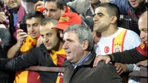 Hagi, legendă a clubului Galatasaray, ovaţionat de public la derbiul cu Fenerbahce